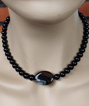 Halsbandet  Black Agathe, från  Tulpanen Design.