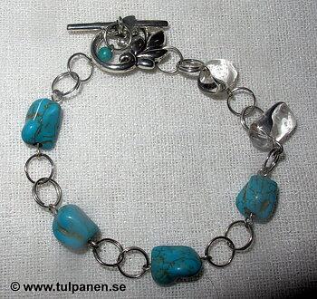 """Armbandet """" Eve""""  med turkos magnesiter och bergskristaller."""