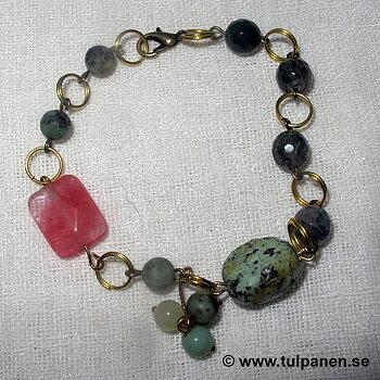 """Armbandet """" Evelina""""  med en turkos och mossagater."""