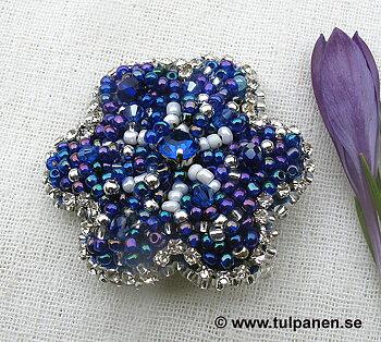 Blåsippa - vacker blå brosch