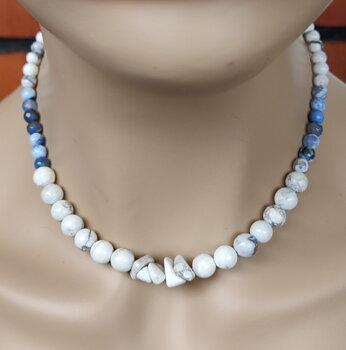 Halsbandet  Blue Forest, från  Tulpanen Design.