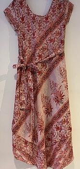Silkes klänning rödrosa/offwhite