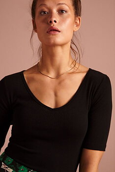 Clarice V top rib tencel Black