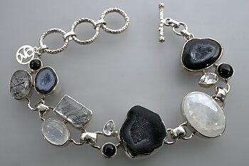 Armband med bl.a. geodhalvor, onyx, regnbågsmånsten, turmalinkvarts, 925-silver