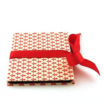 Accordion Brag Book fleur de lys red
