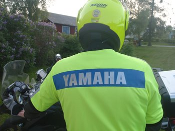 MC-väst, text YAMAHA