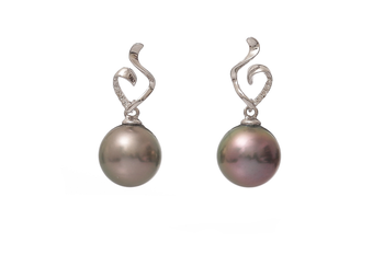 Tahitian pearl earrings set in white gold with diamonds 9-10mm