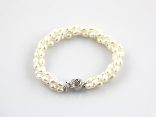 Twisted three rows fresh water pearl bracelet set with silver clasp