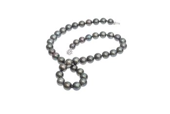 Small Tahitian pearl necklace set with white gold clasp 8-10mm