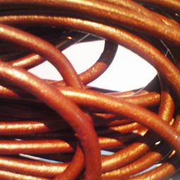 Kopparfärgat indiskt läder, 5 mm. Per meter.