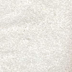 Delica 11/0, matt crystal AB. 5 gram.