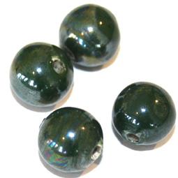 Mörkgrön keramikpärla, 12 mm. 4-pack.