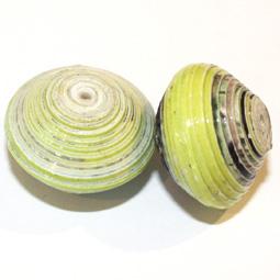 Donutformad handgjord papperspärla från Afrika, 20*15 mm. 2-pack.