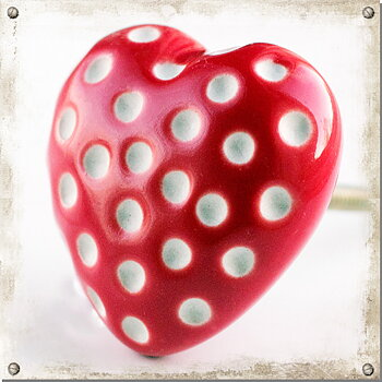 Large heart knob, red