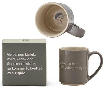 Astrid Lindgren Citat Mugg - Ge barnen kärlek, mera kärlek och ännu mera kärlek, så kommer folkvettet av sig själv.