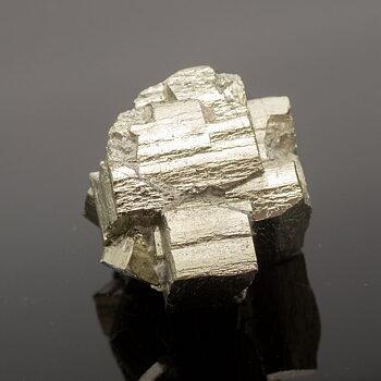 Pyrit- ihopvuxna kristaller