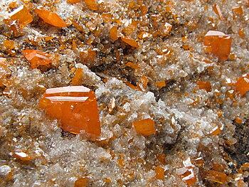 Vanadinit / Wulfenit  Kristaller På Matrix
