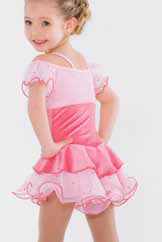 Prinsessklänning i olika rosa nyanser