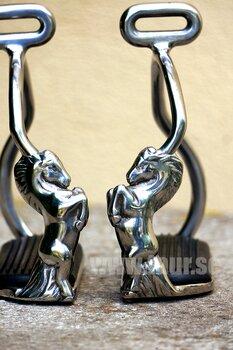 Stigbyglar stegrande häst, silver