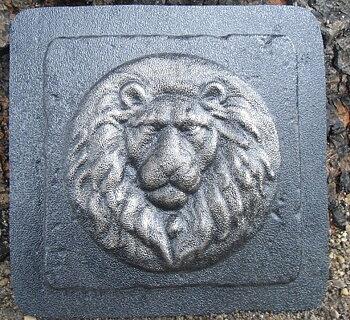 Plastform kakel yvigt lejonhuvud