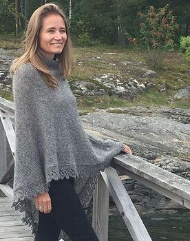 """""""Edla"""" Poncho med spets i Gotlandsull"""