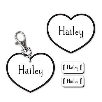 Set med 3 namnskyltar: nyckel, hängare och skor. Hjärta. Flera färger.