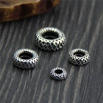 Ornamenterad donut silverpärla 2 st