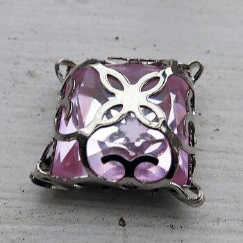 Glassten med infattning  - Silverfärgad med rosa sten 15mm 1 styck