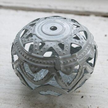 Filigree boll - Ljusgrå 26x19mm 1 styck