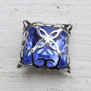 Glassten med infattning  - Silverfärgad med lila sten 15mm 1 styck