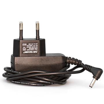 Tracker 220 V laddare
