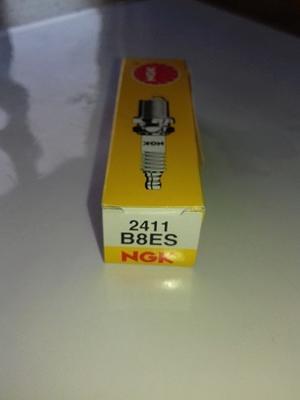 NGK B8ES Tändstift (2411) =Denso W24ES-U