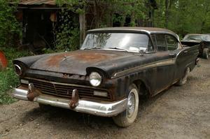 1957 Ford Fairlane 500 Town Victoria