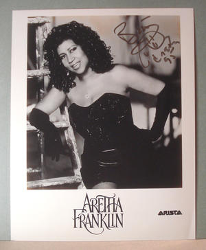 ARETHA FRANKLIN Authentic autograph on photo