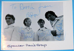 SPENCER DAVIS GROUP - Autografer på IDOLFOTO 1967