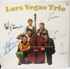 Autographs: Lars Vega's Trio - s/t / LP