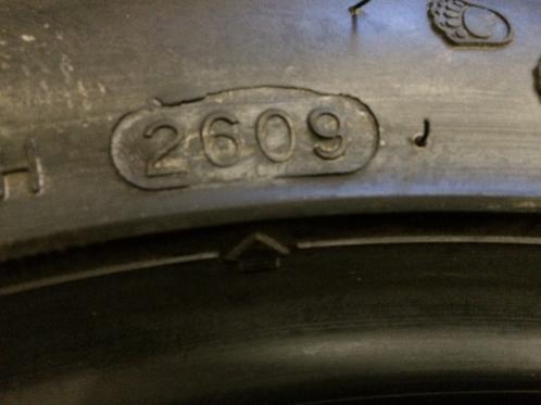1 st. NYTT Vinterdäck M+S 275 35 R18 Hankook IceBear W300 99V - 107837