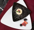 Triangle dinner plate. Black. 10 pieces.
