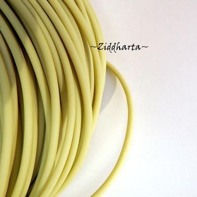60cm Gummislang LIME Olive 3mm diam - går att trä på wire