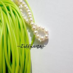 60cm Gummislang Neon Green Grönt 2mm diam - går att trä på wire