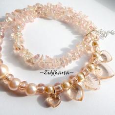 L3:97 Peach HEARTS: Halsband Peach AB GlassCHips Aprikos AB med Hjärtan-hängen