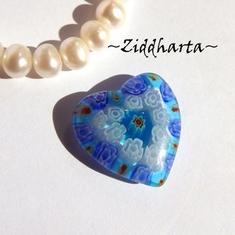 Millefiori glaspärla: Hänge - Blått Hjärta - Halvborrad #32