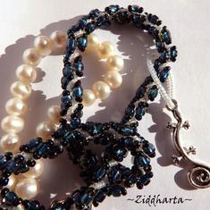 L4:122 - MONTANA Blue LEPPARD - Blått Halsband / Necklace Leopardfläckig DNA Helix med Ödla som hänge - Lizard Pendant: Symbol of Change - Two necklaces in One