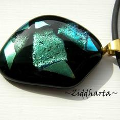 9 Miracle of Love - Dichroic hänge på smyckesrem