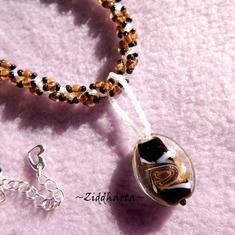 L5:142 - TOPAZ Leppard SWIRL Pendant - Handmade LampWork Goldsand Topaz Swirl Wild Life Necklace: Hand sewn Helix DNA Beaded Rope / Halsband Leopard mönstrat Swirl-hänge Berlock