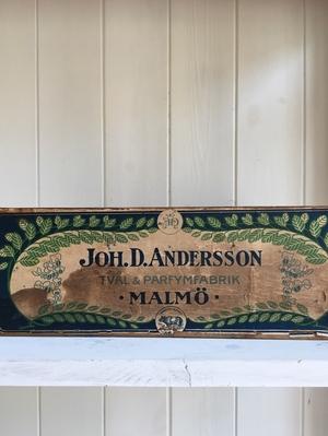 GAMMAL TRÄLÅDA