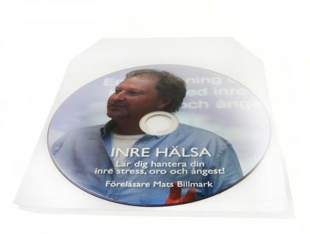 CD painatuksella muovitaskussa, takaa itsestään liimautuva