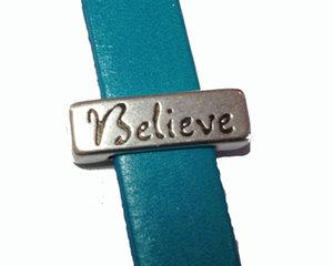 Slider i grekiskt kvalitetsmetall med ordet Believe, 17*5 mm. Hålet är 10*2 mm.