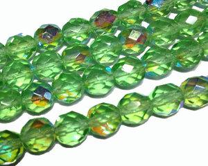 Fasetterade äppelgröna pärlor med AB lyster, 8 mm. En sträng.
