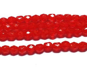 Fasetterade melerade röda pärlor, 4 mm. En sträng.